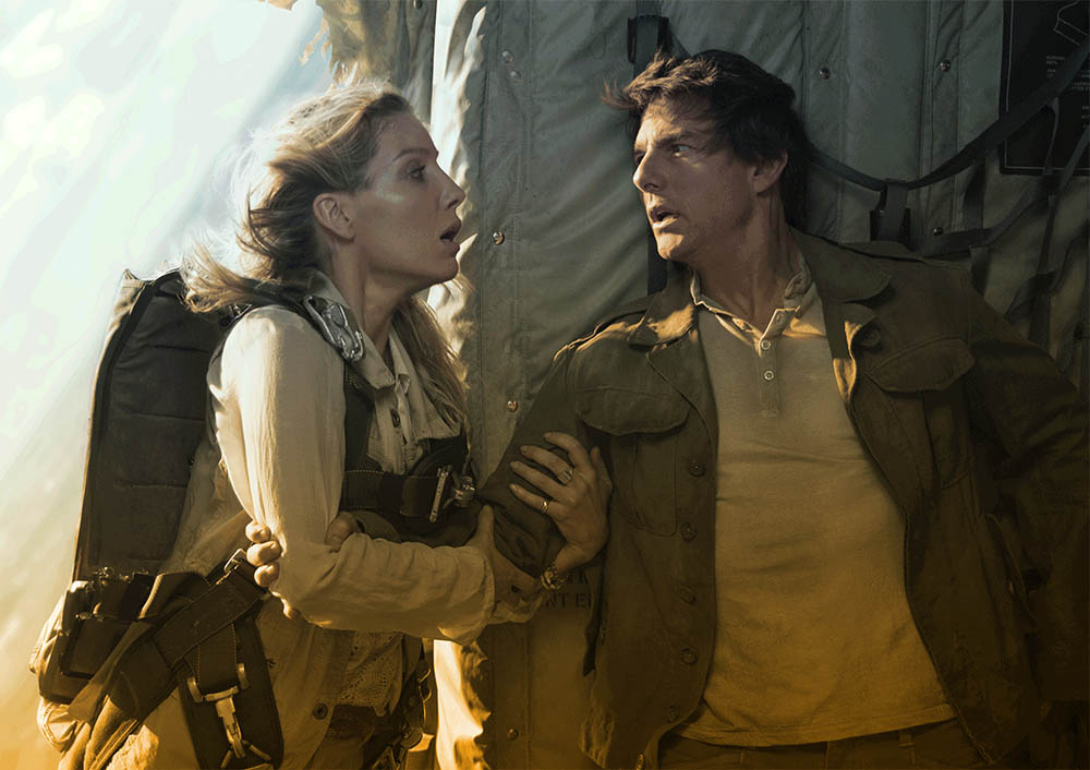 Jenny Halsey and Tom Cruise in Falling Airplane, The Mummy